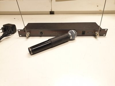Samson Concert CR-3M wireless microphone system with Shure SM58 capsule